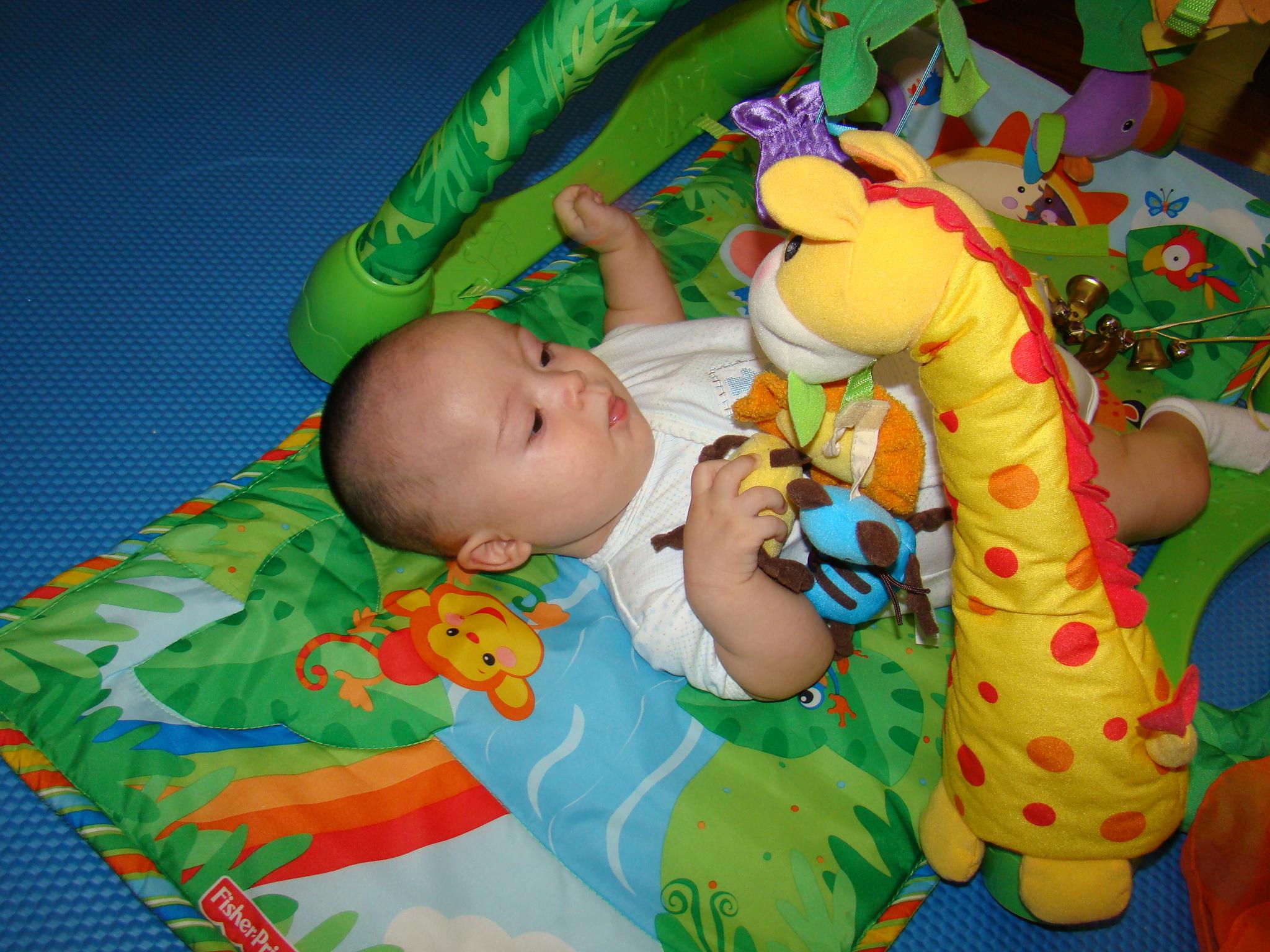 Terapia f sica y psicomotriz a los 4 meses el felipe de mam - Juguetes para bebes de 2 meses ...